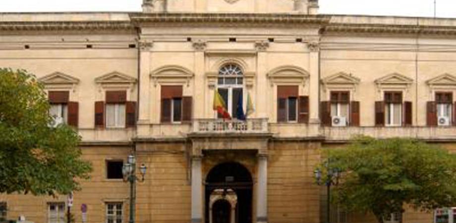 Open weekend vaccini AstraZeneca e didattica in presenza: oggi a Caltanissetta vertice in Prefettura