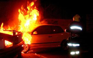 Notte di fuoco nel nisseno. In fiamme sei auto fra Gela, Niscemi e Riesi