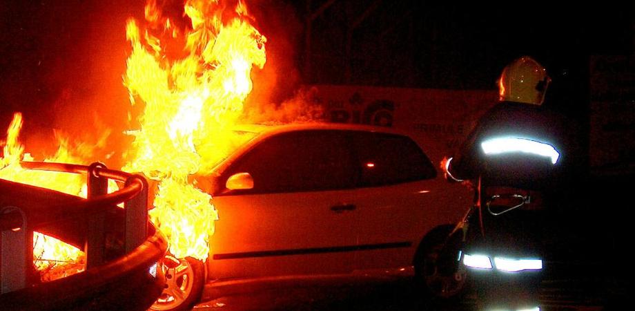 Caltanissetta: auto a fuoco nel quartiere San Francesco