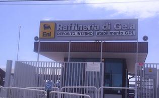 http://www.seguonews.it/alla-raffineria-di-gela-lasciano-fuori-i-deboli-protesta-di-don-luigi-petralia