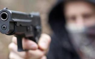 http://www.seguonews.it/caltanissetta-rapina-a-mano-armata-sulla-ss-640-malviventi-puntano-la-pistola-contro-un-operaio-e-si-fanno-consegnare-lincasso-della-giornata