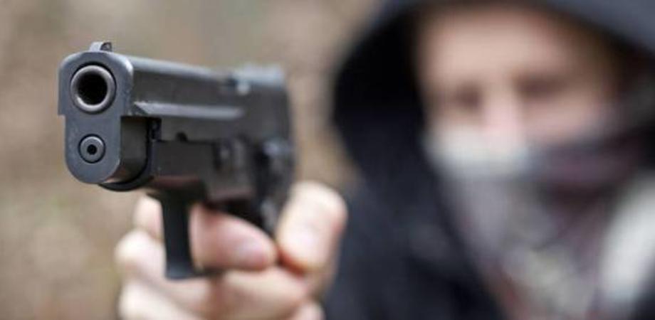 Caltanissetta, rapina a mano armata sulla Ss 640: malviventi puntano la pistola contro un operaio e si fanno consegnare l'incasso della giornata