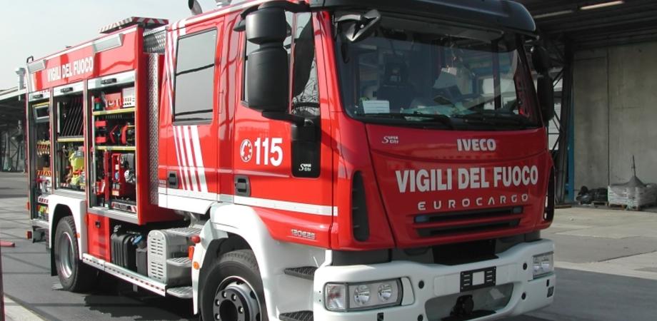 Niscemi, caldaia in fiamme: poliziotti domano l'incendio