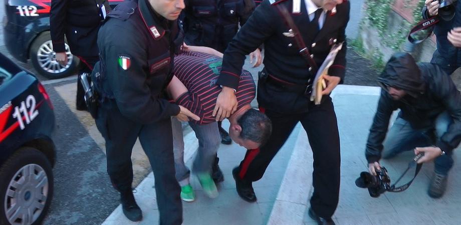 Torna in Italia per il compleanno del figlio ma trova i carabinieri: trafficante di droga gelese arrestato a Ravenna