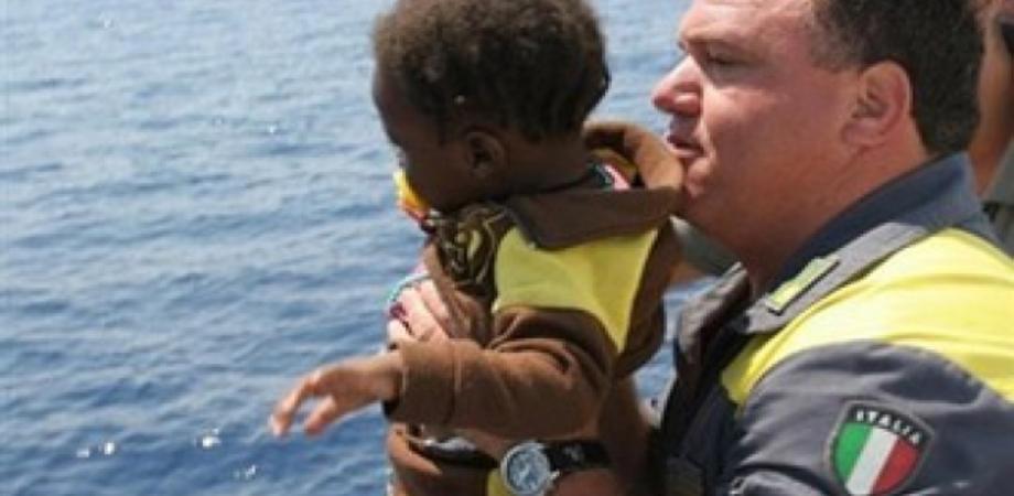 Sbarco di immigrati a Siracusa, ci sono pure una disabile e un bebè di 2 mesi