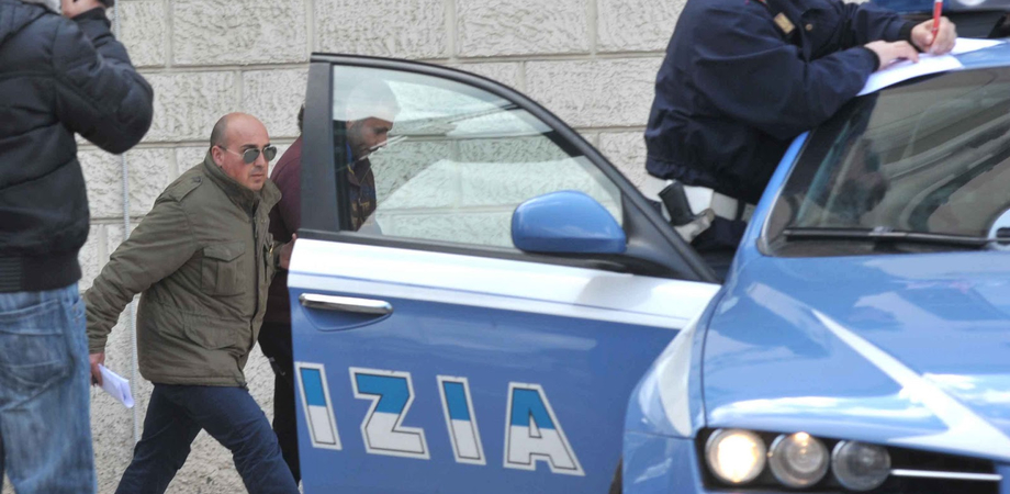 Traffico di droga, i pusher viaggiano in bus. A Niscemi arrestato nordafricano con un etto di hashish