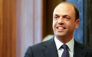 http://www.seguonews.it/alfano-al-convegno-di-confcommercio-caltanissetta-basta-commercio-illegale-gli-immigrati-rispettino-le-nostre-regole
