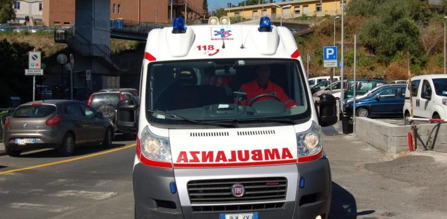 Caltanissetta: bebè ha fretta di nascere, mamma partorisce in ambulanza