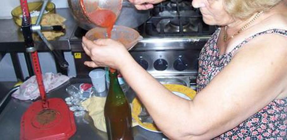 Esplodono bottiglie di pomodoro, in prognosi riservata un uomo di Modica