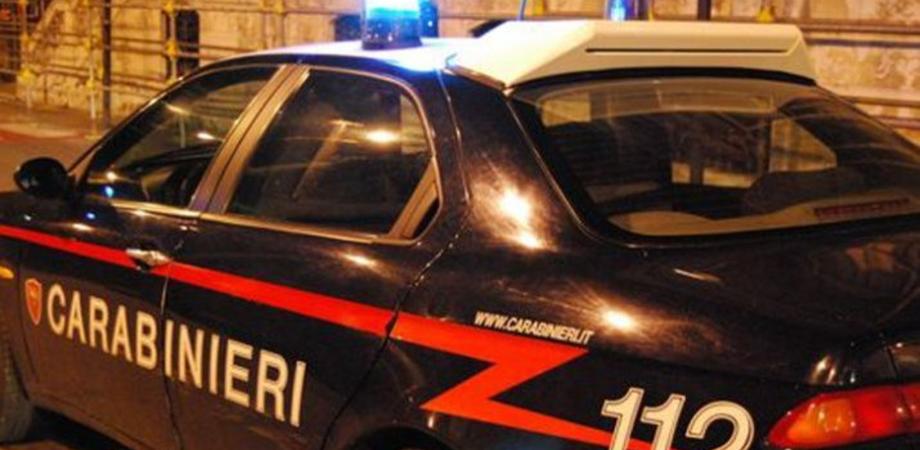 Riesi, tre giovani sorpresi in auto dai carabinieri con un etto di hashish