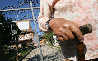 http://www.seguonews.it/misterbianco-casa-di-riposo-abusiva-sequestrata-dai-nas