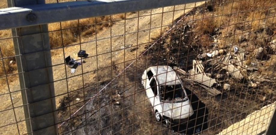 Giallo a Favara: cadavere carbonizzato dentro un'auto