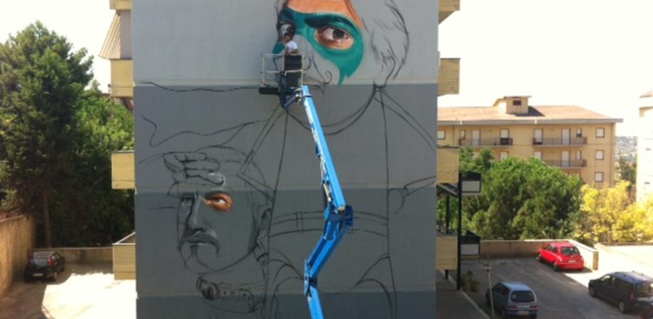 """""""Graffiti Heart"""", aperto il cantiere: il primo graffito dedicato ai supereroi GUARDA LE INTERVISTE E LE FOTO"""