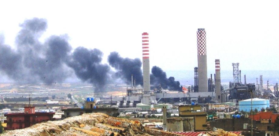 Gela, amianto in Raffineria: lavoratori malati parte civile al processo contro vertici