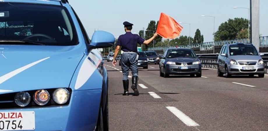 Caltanissetta, controlli della polizia stradale: in soli due giorni rilevate 30 infrazioni e multati 19 automobilisti