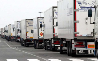 https://www.seguonews.it/trenta-tir-bloccano-lingresso-alla-raffineria-di-gela-in-agitazione-110-camionisti