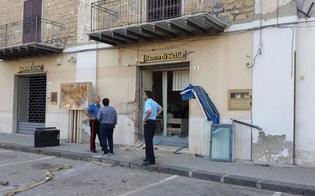 http://www.seguonews.it/delia-assalto-allunicredit-banda-fallisce-la-spaccata-al-bancomat-con-la-gru