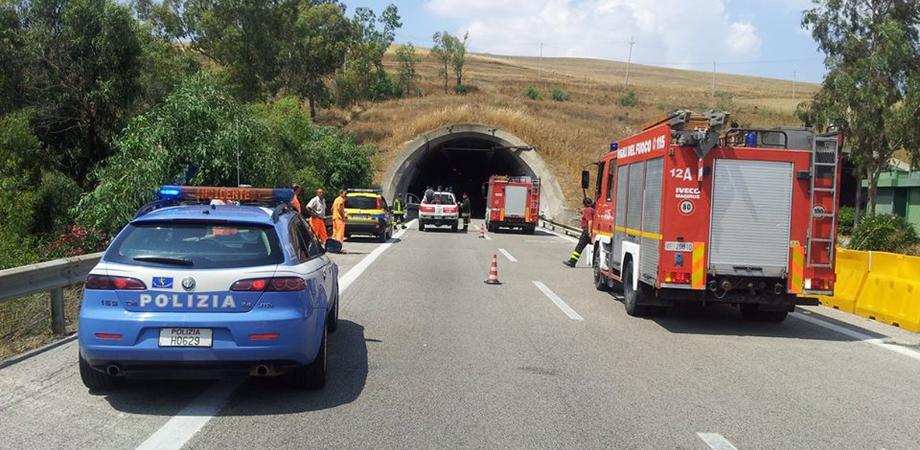 Caltanissetta, scoppia incendio nella galleria Fortolese, nessun ferito. Circolazione in tilt sulla Palermo-Catania