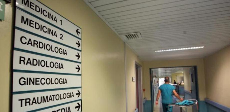 """La casalinga morta all'ospedale """"Sant'Elia"""", la Procura sequestra la cartella clinica. Interrogati medici e infermieri"""
