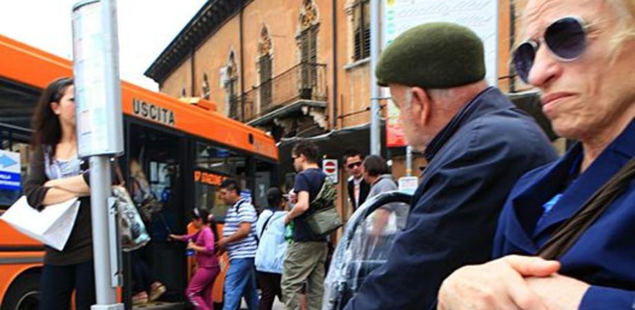 """Aiello: """"In centro fermate bus senza pensilina, disagi per i cittadini"""""""