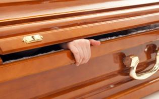 http://www.seguonews.it/ragusa-una-bara-in-giardino-per-scoraggiare-i-ladri-la-trovata-di-un-anziano