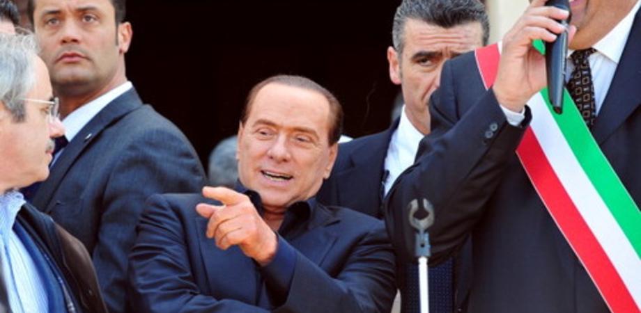 """Lampedusa accoglie Silvio: """"Sconta qui gli arresti domiciliari"""""""