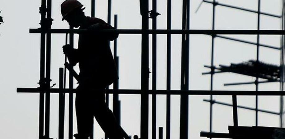 """Cantieri di servizio, proposta di Aiello: """"Si puliscano le caditoie della città"""""""