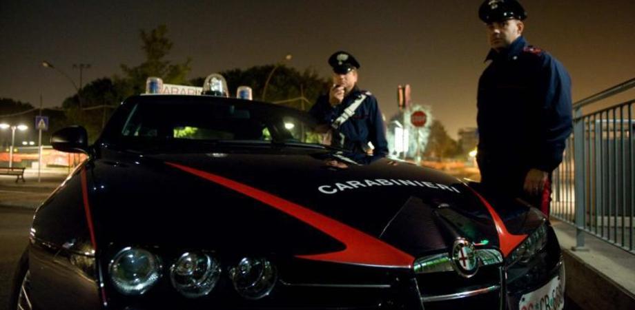 Notte movimentata a Gela, prima disturba gli automobilisti poi schiaffeggia un infermiere: arrestato