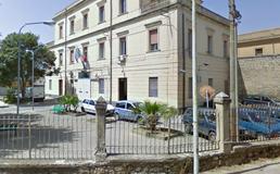 Caltanissetta, arrestato per violenza sessuale volontario Croce Rossa fa scena muta davanti al Gip