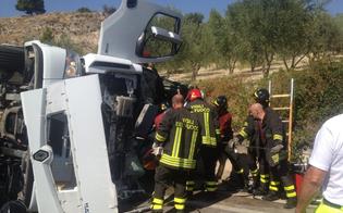 http://www.seguonews.it/autocisterna-dacqua-si-ribalta-nel-nisseno-due-feriti-gravi