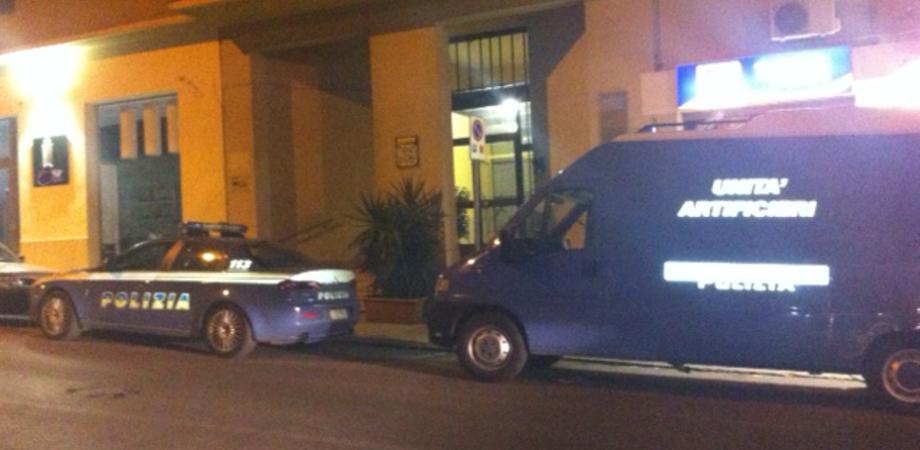 Viale Trieste: valigia con benzina davanti casa di Alfonso Cicero, palazzo evacuato. GUARDA LE FOTO