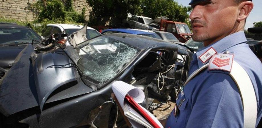 Serradifalco: auto sbanda e finisce contro muro, gravi ferite per padre e figlio