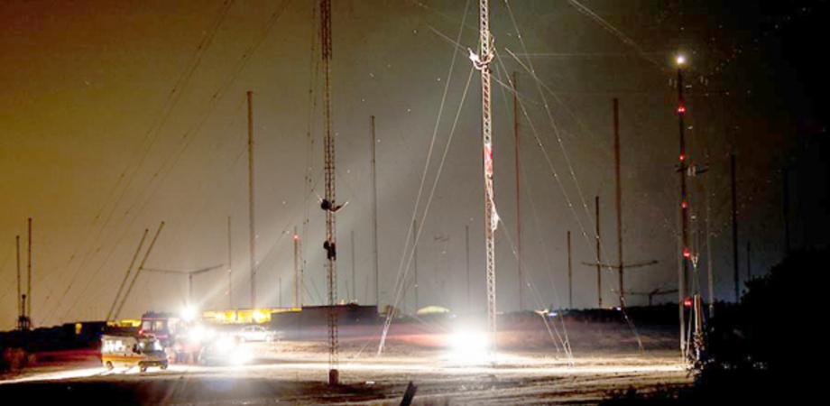 Niscemi, cresce la tensione: 10 attivisti No Muos si arrampicano sulle antenne