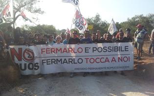 http://www.seguonews.it/no-muos-migliaia-di-manifestanti-vicini-alla-base-usa-forze-dellordine-in-allerta
