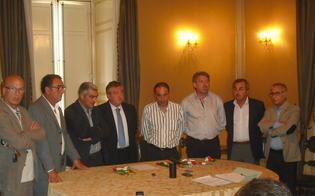 http://www.seguonews.it/allarme-dei-sindaci-i-comuni-del-nisseno-rischiano-il-crac-finanziario-stipendi-e-servizi-a-rischio