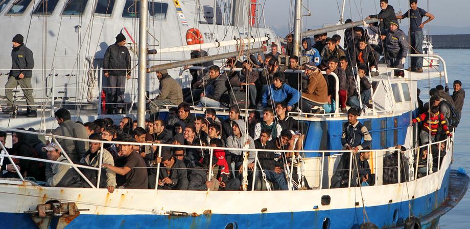 Sbarchi senza fine: 500 profughi soccorsi sulle coste siciliane