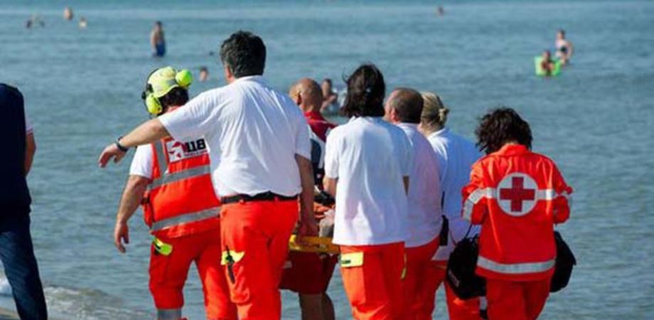 Mondello turista tedesco muore durante il bagno seguo news - Bagno in tedesco ...