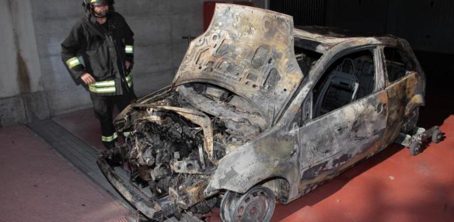 Auto a fuoco a Caltanissetta e a Gela. Nel capoluogo danneggiata vettura di uno chef