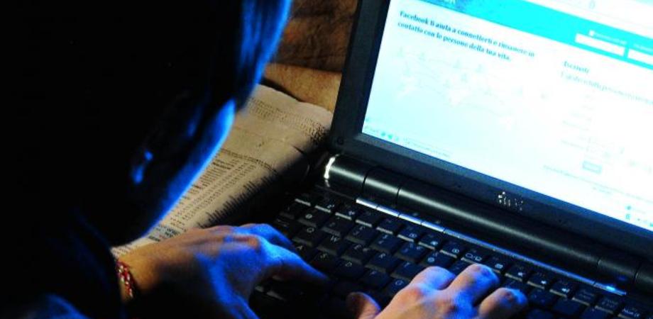 Amicizia su Facebook rifiutata, e la molesta. Nisseno arrestato per stalking a professoressa