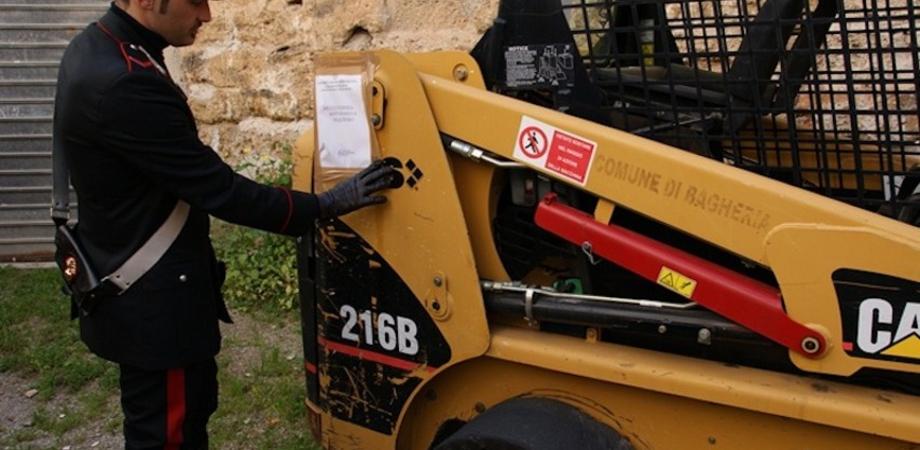 Gela: ruba escavatore, inseguito e arrestato. Caccia al complice
