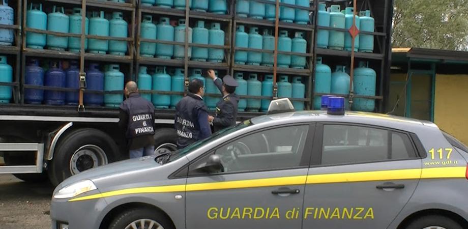 Deposito abusivo di bombole Gpl scoperto dalla GdF di Caltanissetta. Impresario non autorizzato denunciato