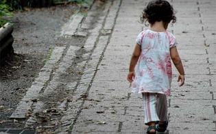 http://www.seguonews.it/albanese-regala-la-figlia-ai-passanti-non-posso-mantenerla-arrestato