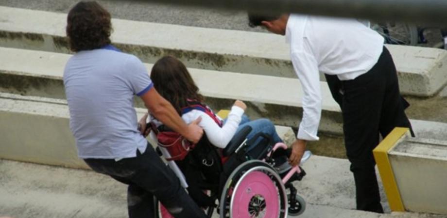 """Caltanissetta, comitato """"La voce dei disabili"""" annuncia sit-in di protesta: """"Sospesi anche i servizi di trasporto e igienico-personale"""""""