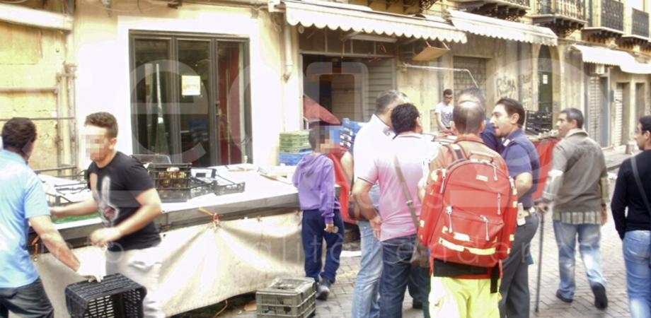 Maxi rissa alla Strata 'a foglia fra famiglie di fruttivendoli, 8 persone denunciate