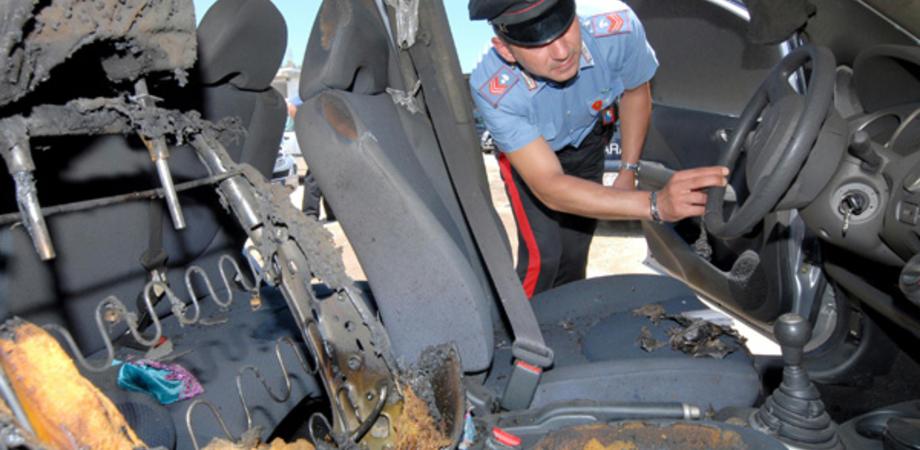 San Cataldo, incendio danneggia tappezzeria di una jeep