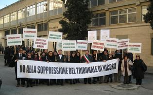 http://www.seguonews.it/il-tribunale-di-nicosia-accorpato-a-enna-e-il-sindaco-promuove-protesta-sui-tetti