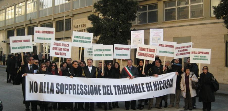 Il Tribunale di Nicosia accorpato a Enna, e il sindaco promuove protesta sui tetti