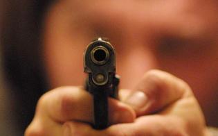 Rapina a Caltanissetta, minaccia la cassiera con una pistola e si fa consegnare l'incasso
