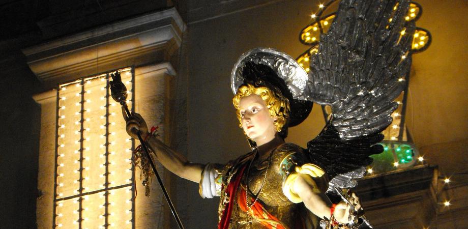 San Michele, stasera il rientro nella chiesa dei frati. Omaggio dei nisseni al patrono