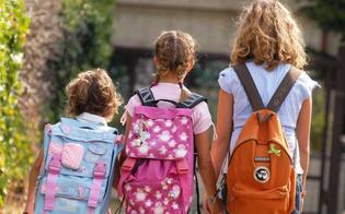 Scuola, approvate in Sicilia le linee guida: distanziamento, banchi singoli, ingresso e uscita con percorsi regolati